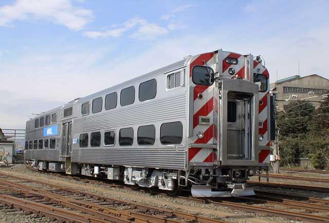 購入する シカゴ・METRA向け2階建通勤電車 ハイライナー