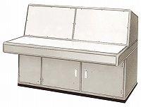 コンソール型の制御盤として設計されたコンソールデスク